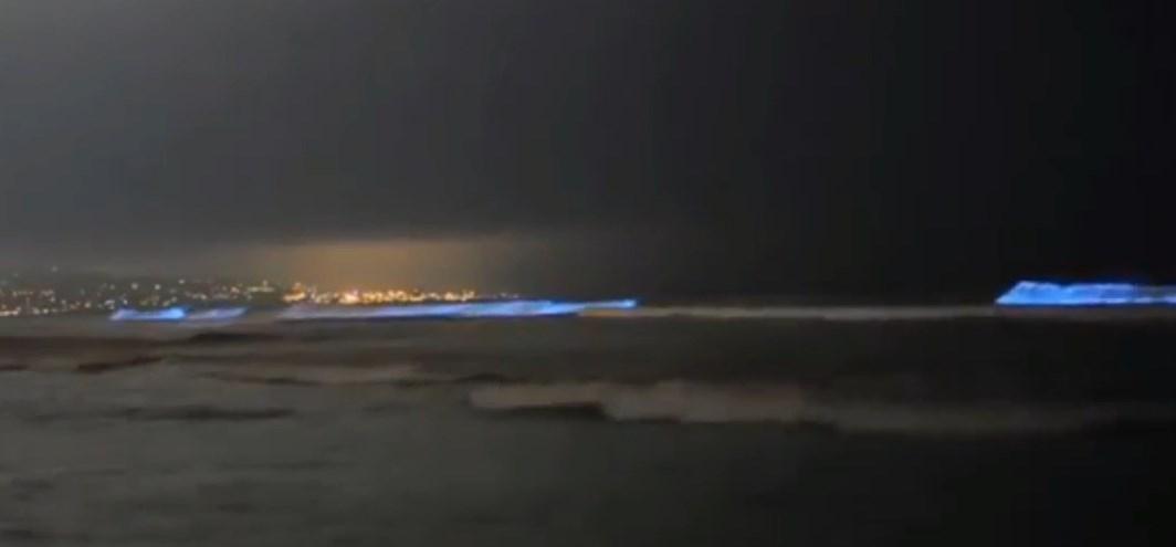 Ваадху - вода светится от прикосновения