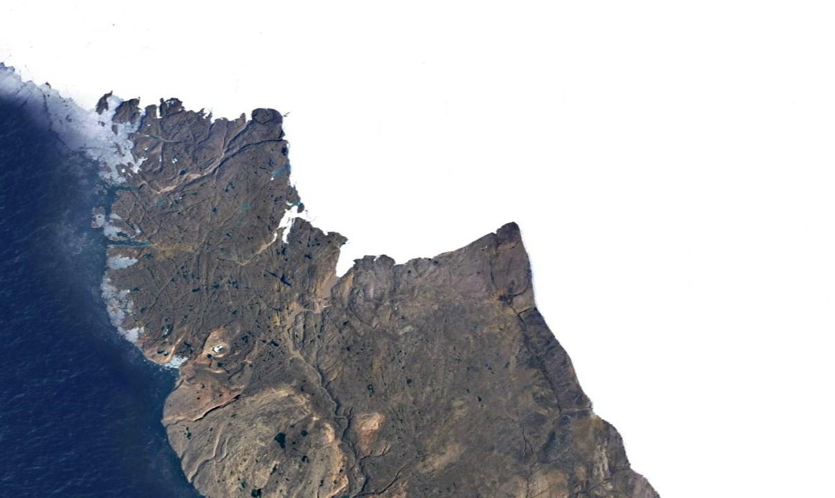 Ученые просканировали сушу под ледником и впервые в истории обнаружили гигантский кратер под льдами