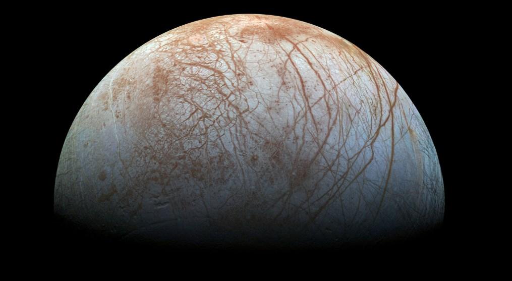 Ученые все ближе подбираются к разгадке тайны линий спутника Юпитера Европы