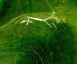Уффингтонская белая лошадь: 2500 лет назад кто-то создал этот огромный наскальный рисунок, который видно даже с космоса