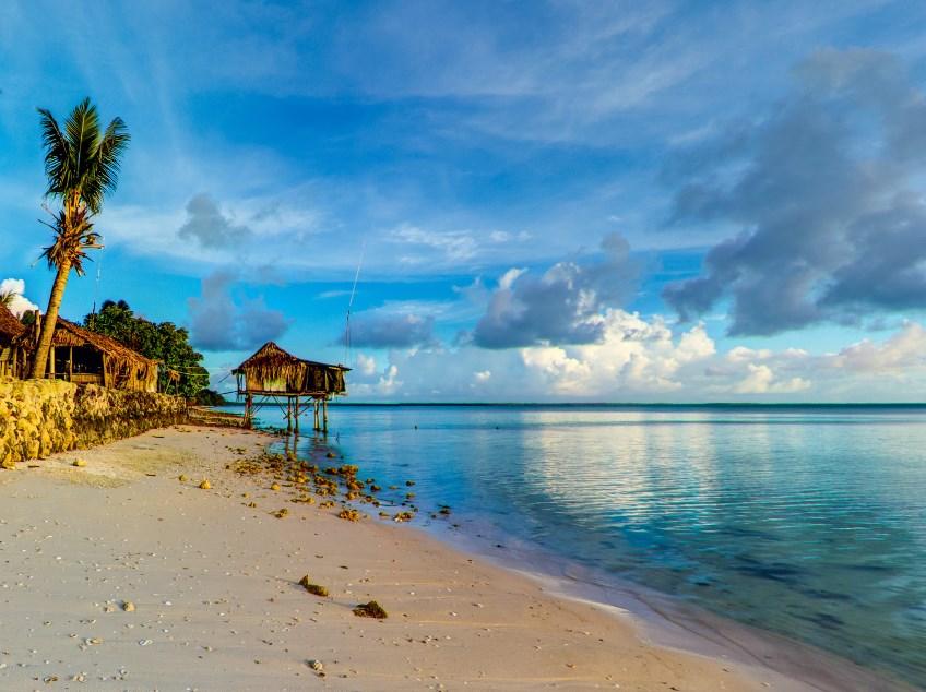 Место, где жители одни из самых первых на Земле встречают рассвет - Республика Кирибати