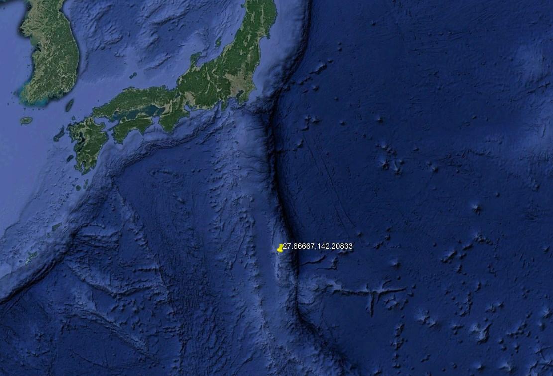 Где засняли живого гигантского кальмара в естественной среде обитания