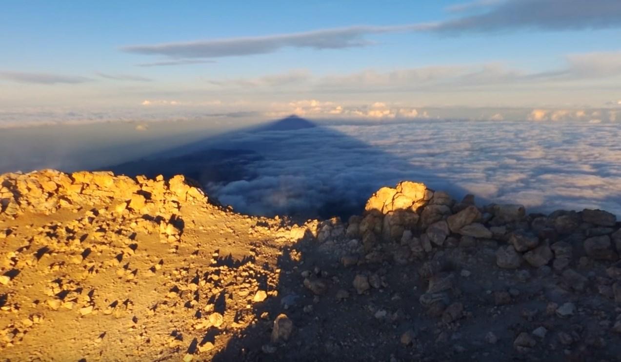 Гигантская тень вулкана Тейде
