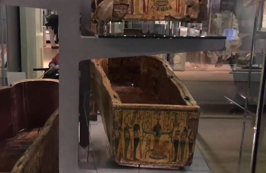 Как внутри египетского саркофага оказались древние отпечатки пальцев человека