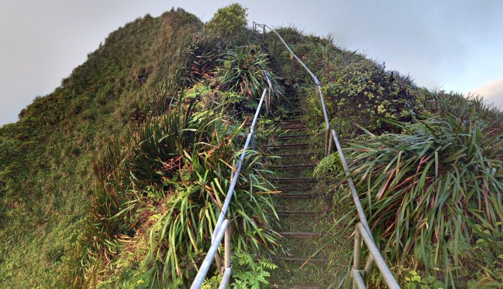 3922 ступенек лестницы Хайку