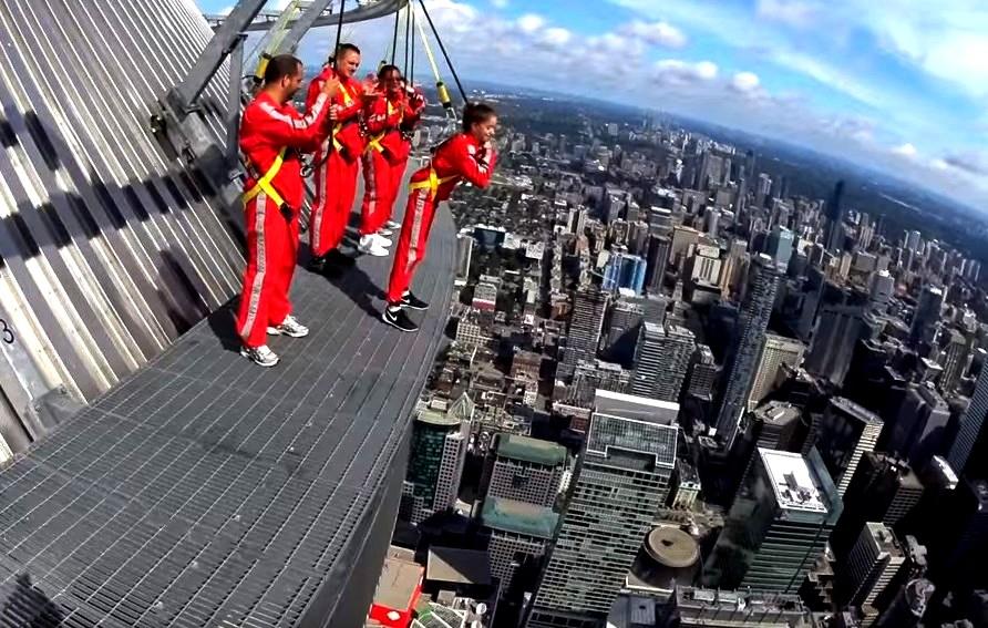 Аттракцион Edge Walk на CN Tower