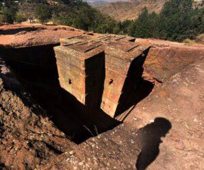Древние здания, высеченные прямо в скалах — Роха
