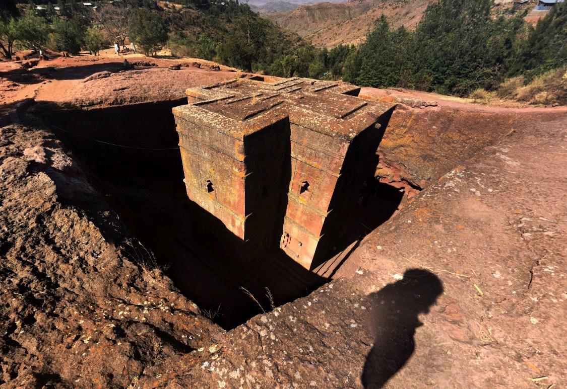Древние здания высеченные прямо в скалах - Роха
