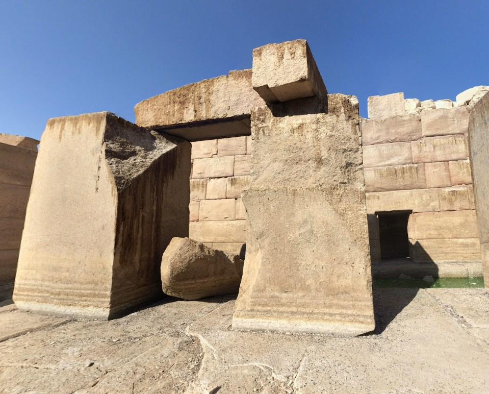 древний мегалитический храм Осирион
