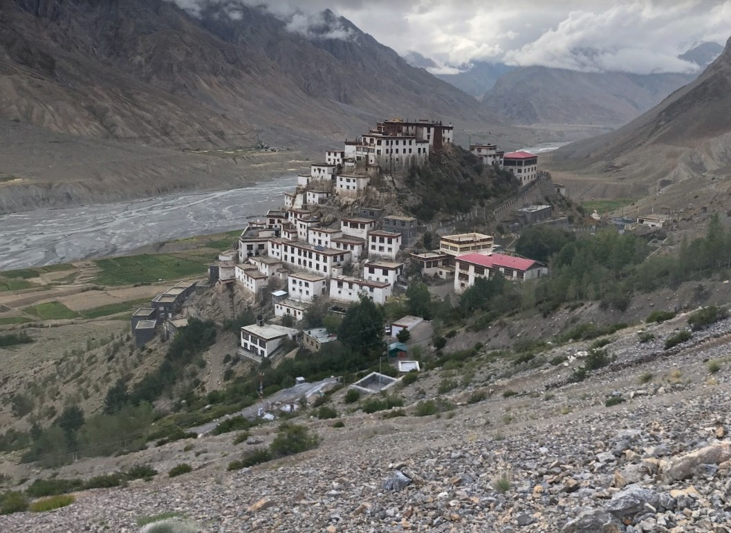 Уже около 1000 лет на высоте более 4 км над уровнем моря стоит древний буддийский монастырь Ки Гомпа