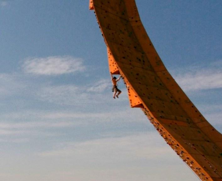 Недетская забава - самый высокий в мире скалодром Эскалибур