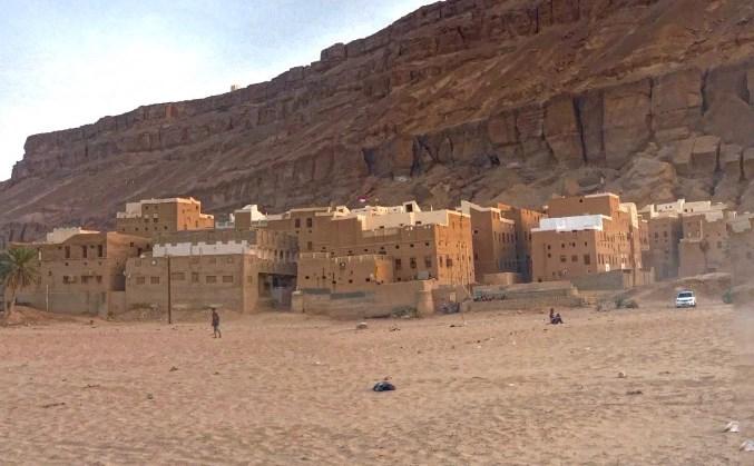 Древний город на вершине огромной скалы и глиняные небоскрёбы - прикоснемся к средневековью Йемена