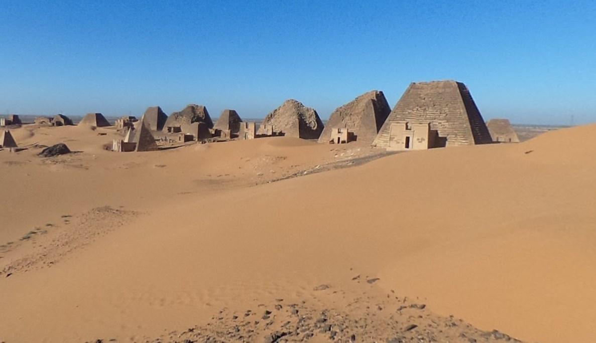 Древние пирамиды в Судане, которые были построены тысячи лет назад и которые сейчас трудно посетить