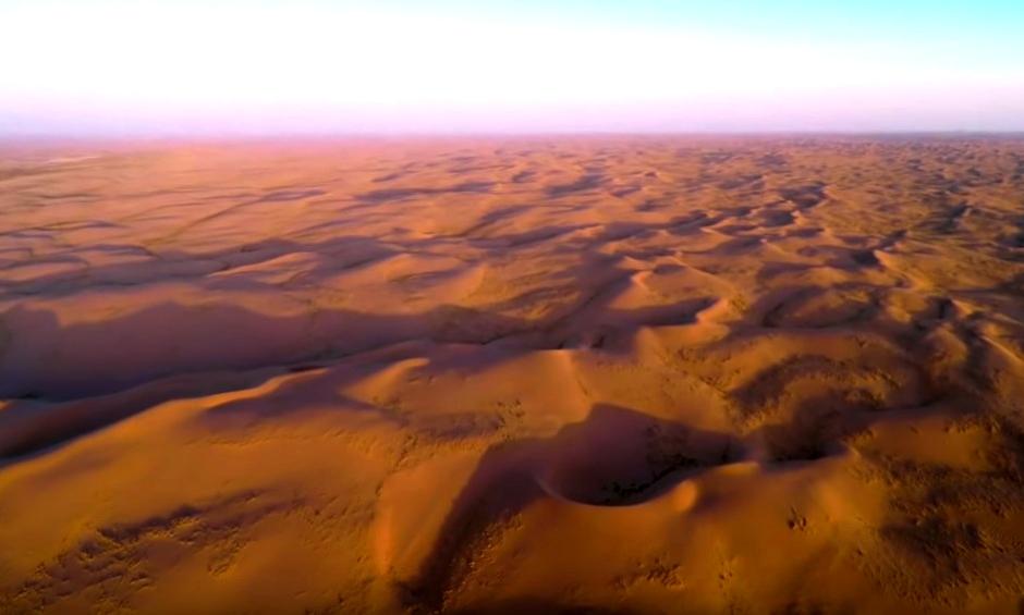Самые высокие дюны на Земле и сотни озёр среди безжизненных песков - уникальная пустыня Бадын-Джаран