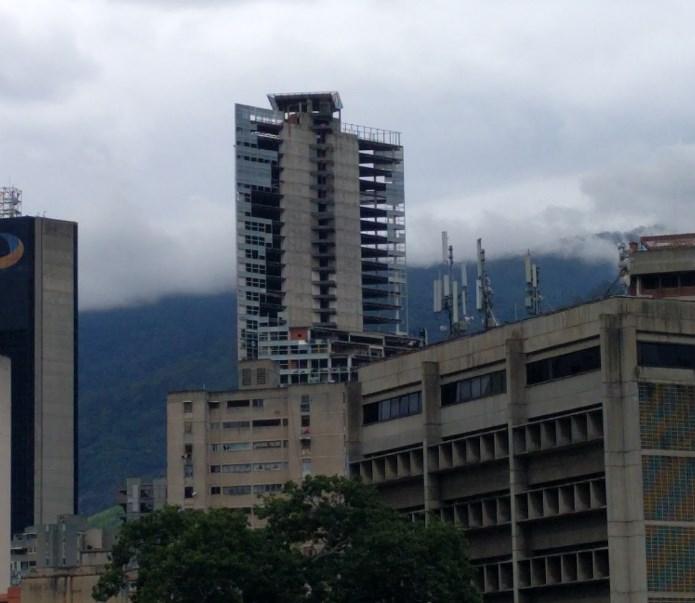 Как небоскрёб финансового центра превратился в огромные вертикальные трущобы