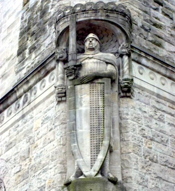 Таинственный клинок, застрявший в скале - говорят, что это легендарный Дюрандаль, меч Роланда