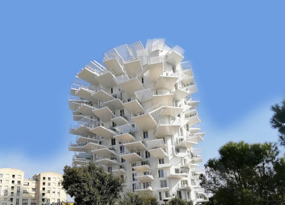 Дом, который выглядит как огромное белое дерево