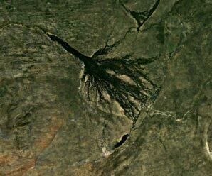 Гигантское пятно в Африке, которое видно из космоса — впадающая в пустыню река Окаванго