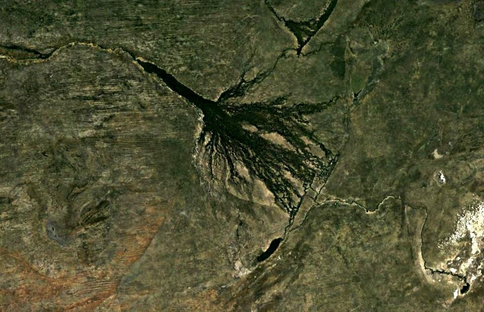 Гигантское пятно в Африке, которое видно из космоса - впадающая в пустыню река Окаванго