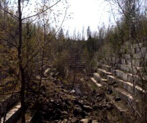 Это не античный амфитеатр посреди Сибири, а заброшенный мраморный карьер в Новосибирской области