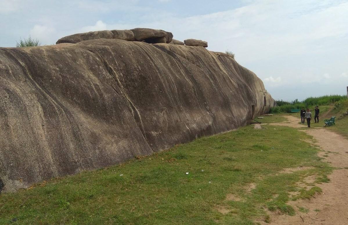 Древний комплекс в Индии скрывает в себе пещеры с великолепной точностью геометрии - Барабар