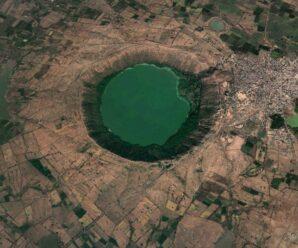 Большое круглое озеро внеземного происхождения — метеоритный кратер Лонар