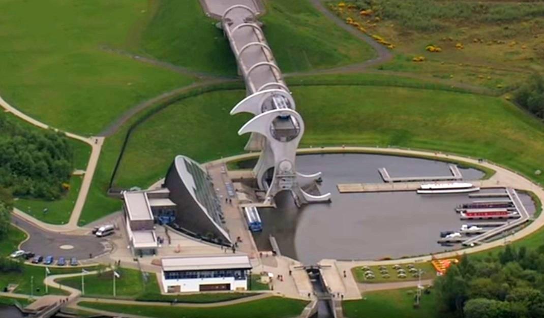 Огромное вращающееся сооружение, которое поднимает корабли - Фолкеркское колесо