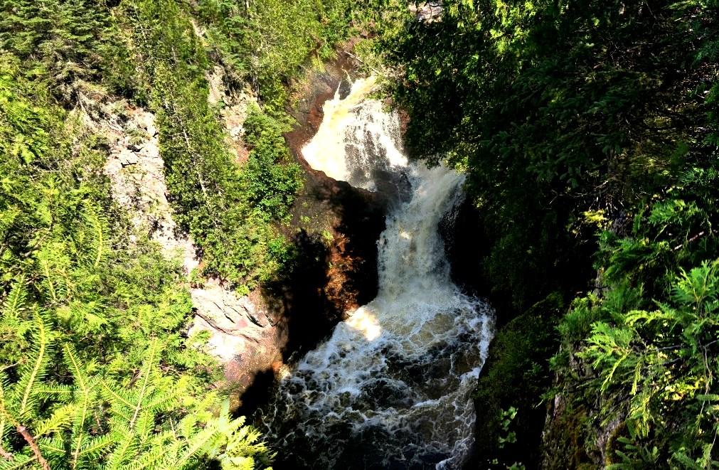 Водопад, в котором исчезают брошенные в него предметы - «Чайник дьявола»