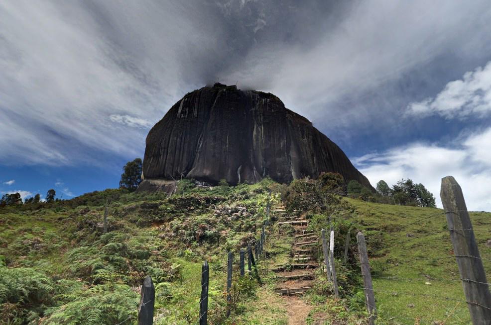 Один из самых огромных камней в мире - Эль Пеньон де Гуатапе
