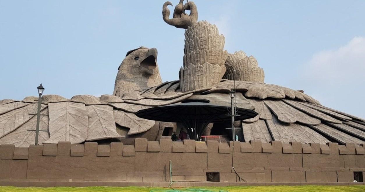 Кто и зачем построил самую огромную скульптуру ястреба Джатаю