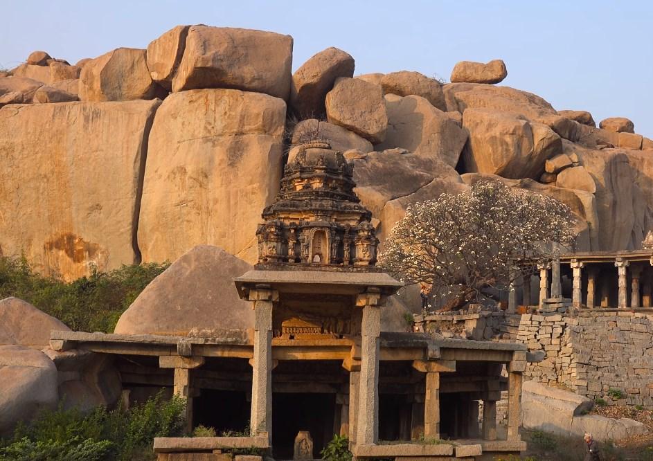 Удивительные мегалиты на месте древней и величественной Виджаянагарской империи