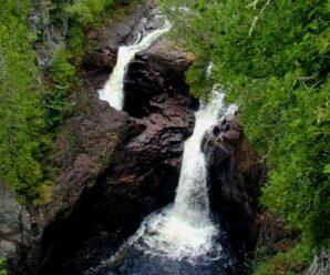 Водопад, в котором исчезают брошенные в него предметы — «Чайник дьявола»