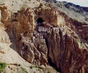 Дома на отвесной скале — древний монастырь Малого Тибета Фуктал
