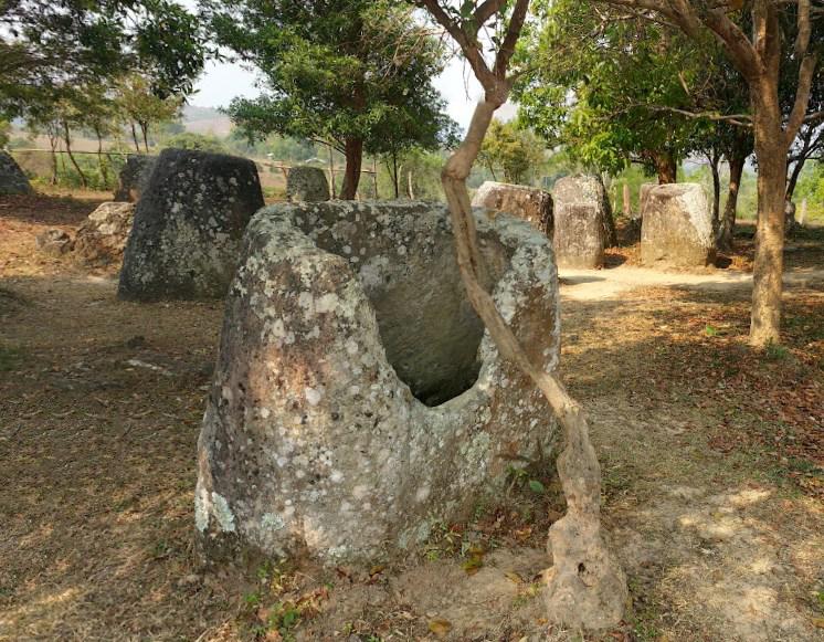 Тысячи древних горшков-мегалитов в Лаосе