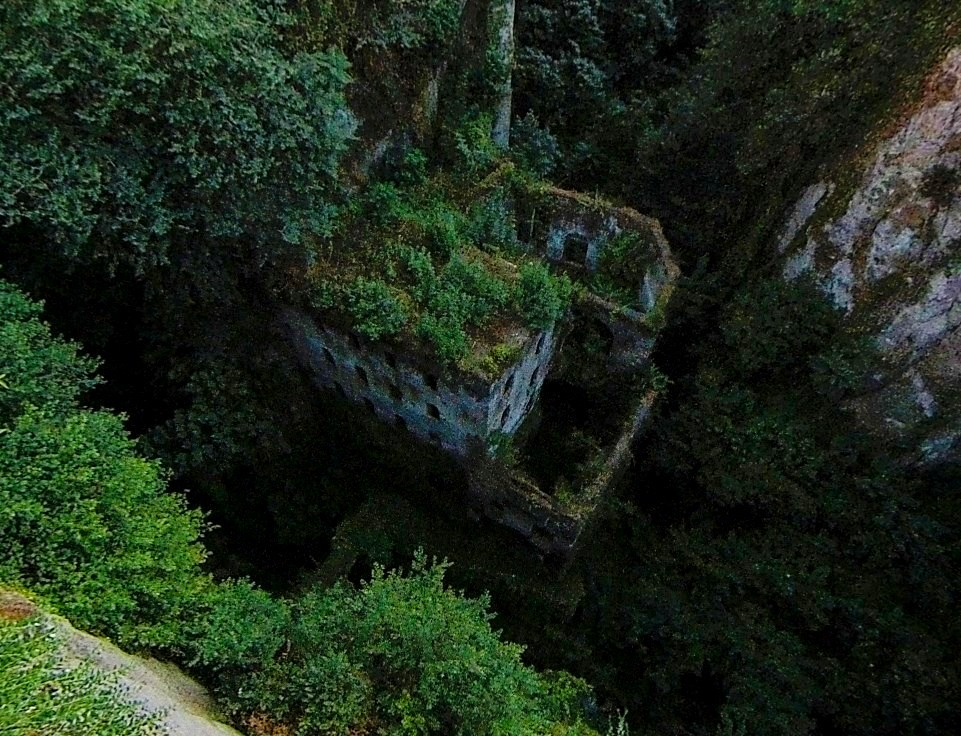 Словно маленькое окошко в другой мир - Долина Мельниц на дне ущелья