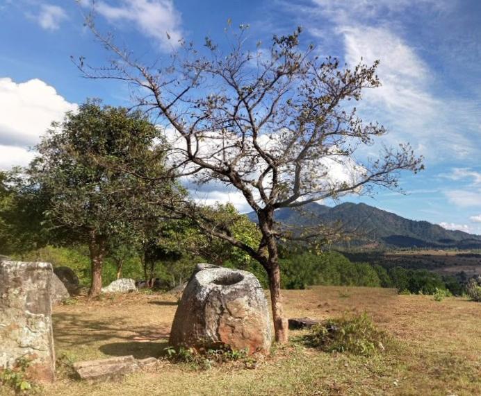 Тысячи древних горшков-мегалитов скрывают свою тайну под «защитой» неразорвавшихся мин в Лаосе