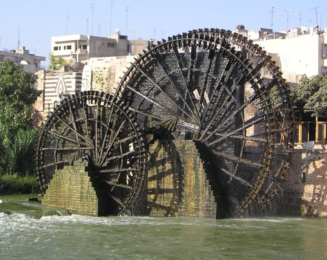 Большие древние колёса, которые уже сотни лет качают воду - нории в Хаме