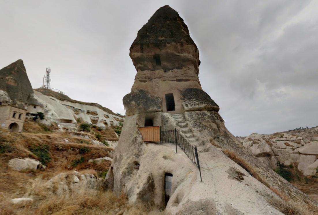 Квартиры прямо в скалах, вырубленные тысячи лет назад - диковинная Каппадокия