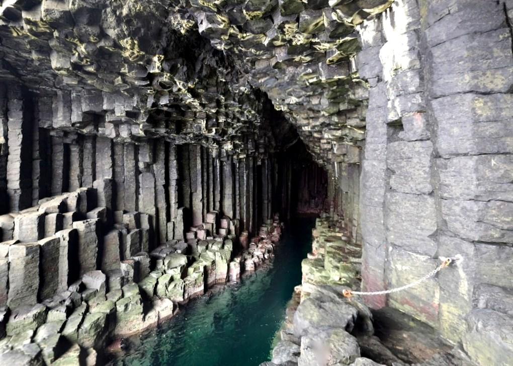 Остров Стаффа, Фингалова пещера