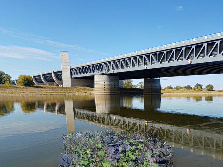 Судоходный канал, который подняли над рекой - Магдебургское пересечение водных путей