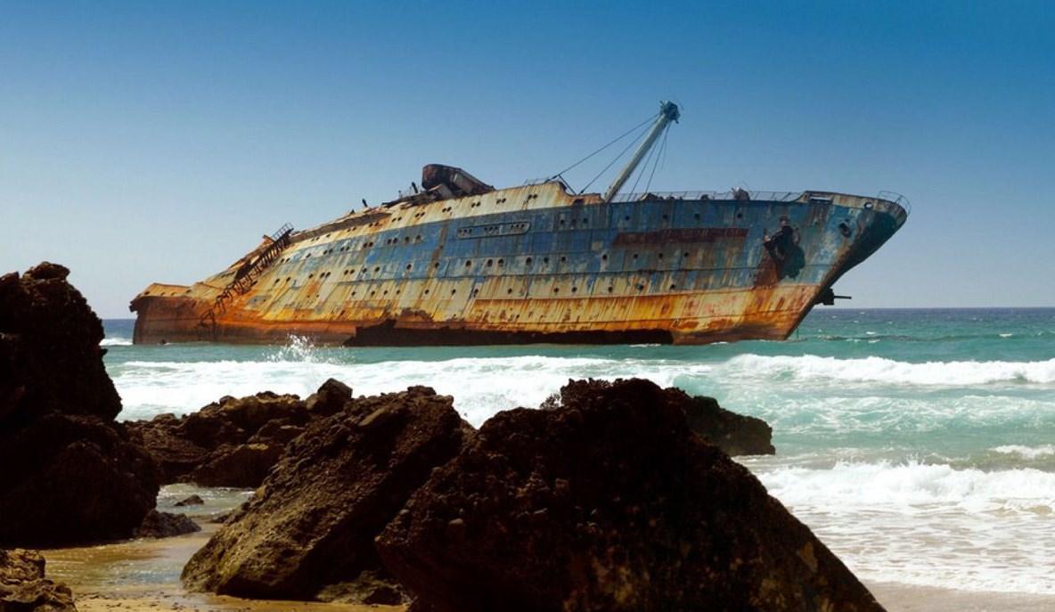 Этот корабль, словно символ ушедшей эпохи трансатлантических пассажирских рейсов - SS America