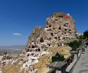 Древняя крепость высеченная прямо в горе с бесчисленными подземными ходами — грозный Учхисар
