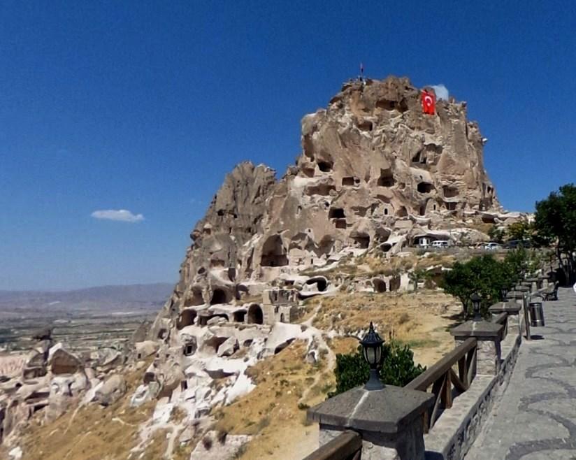 Древняя крепость Учхисар