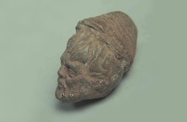 Находка, которая не вписывается в официальную историю - голова статуи с европейскими чертами лица в доколумбовой Америке