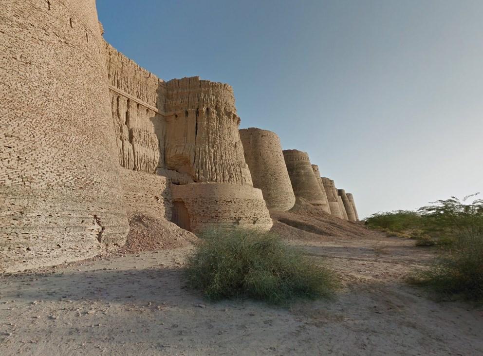 Грандиозная крепость посреди пустыни - форт Деравар в Пакистане