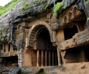 Одно из самых древних сооружений Индии — вырубленные пещеры Бхаджа в верхней части 120-ти метровой скалы