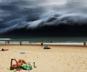 Словно чудовищная и невероятная по высоте волна — облака-цунами