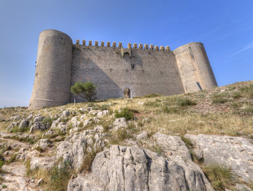 Недостроенная крепость на холме - Castell de Montgri