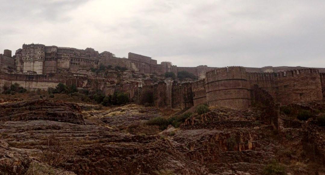 Внушительная крепость средневековья - Мехрангарх