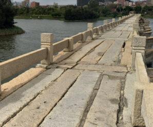Длиннейшая древняя дорога из камня над водой, которая используется и сейчас — мост Аньпин